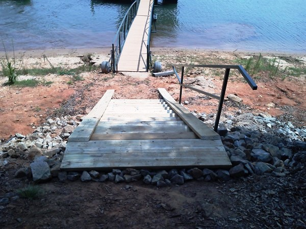 Custom Dock Systems builds quality Boat Docks, Boat Lifts